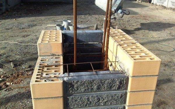 betonnye-stolby-dlya-zabora-video-montazh-svoimi-rukami-osobennosti-nabornykh-stolbov-tsena-foto-12.jpg
