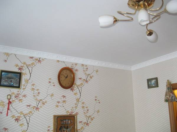 поклейка обоев под натяжные потолки правило, если зуб