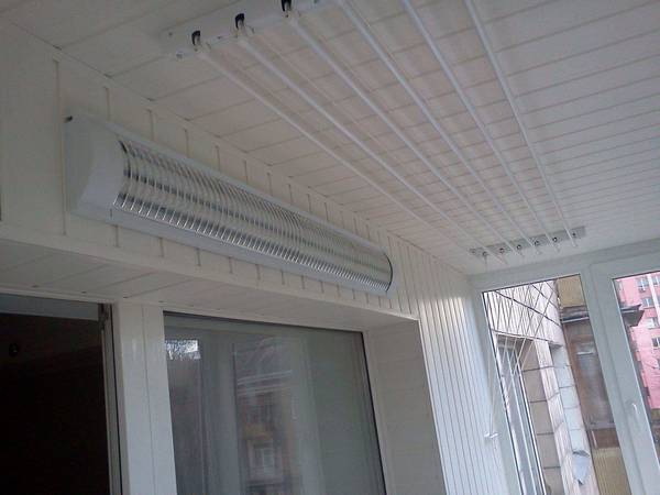 удобная подвисная потолочная сушилка для белья на балкон